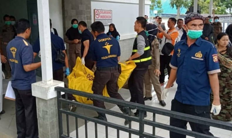 Tim DVI BIDDOKKES-RS Bhayangkara Polda Bengkulu Bantu Identifikasi Jenazah Korban Bus Sriwijaya