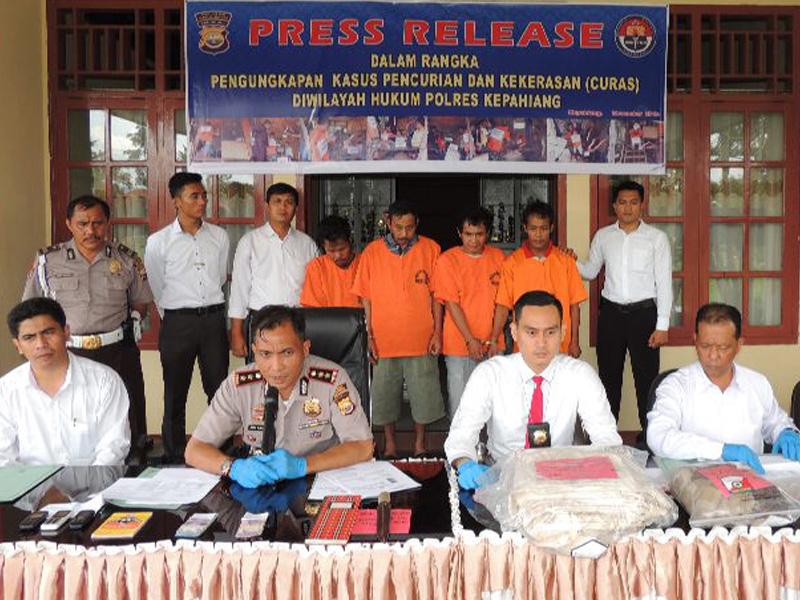 Polres Kepahiang Press Release Pengungkapan Kasus Perampokan Bersenjata