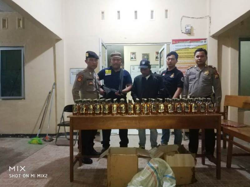 Ops Pekat : Polres Kaur Sita Puluhan Botol Miras