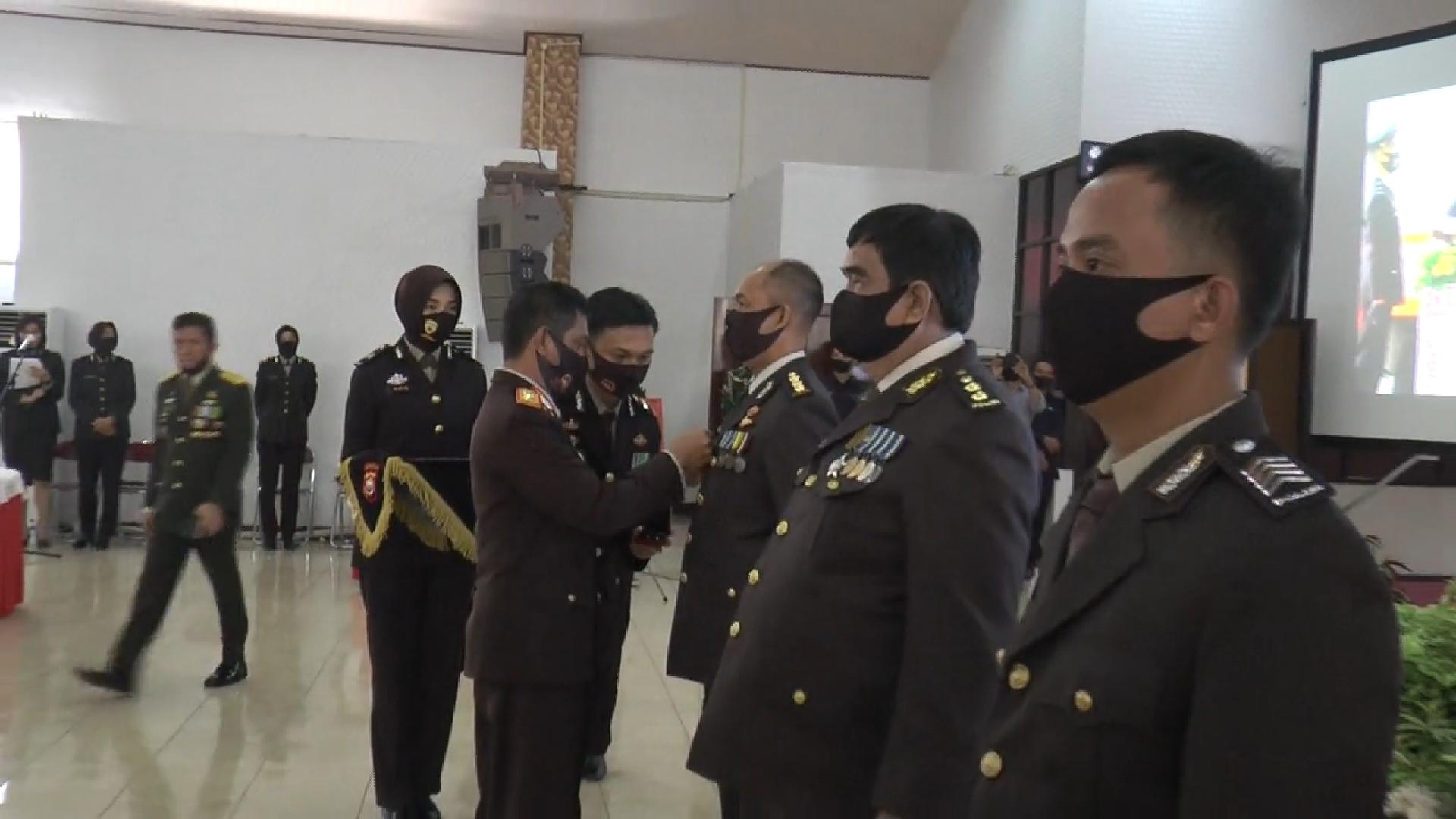 Terima penghargaan Kapolri Dalam Hari Bhayangkara Ke-74, Personil Polda Bengkulu Toreh 2 Pin Emas, 1 Perak dan 1 Perunggu