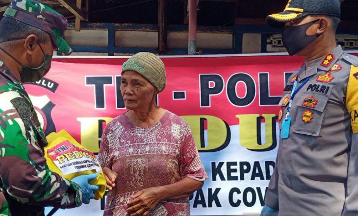 Polres RL Bagikan 100 Paket Sembako Kepada Masyarakat