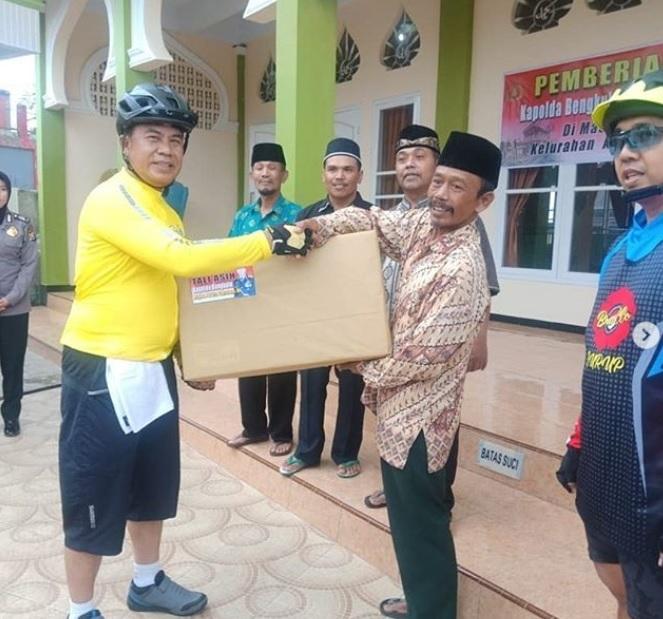 Gowes Menuju SPN Bukit Kaba, Kapolda Bengkulu Baksos Masjid Uswatun Khasanah