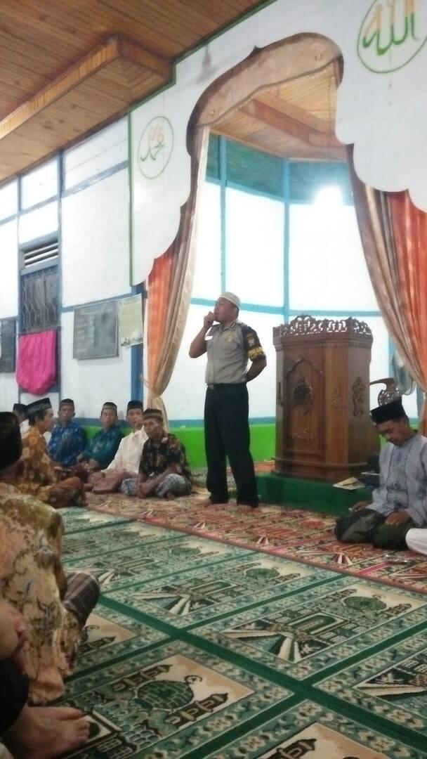 Manfaatkan Jeda Pelaksanaan Ibadah Shalat Berjamaah, Brigpol Yapril Berikan Himbauan Kamtibmas