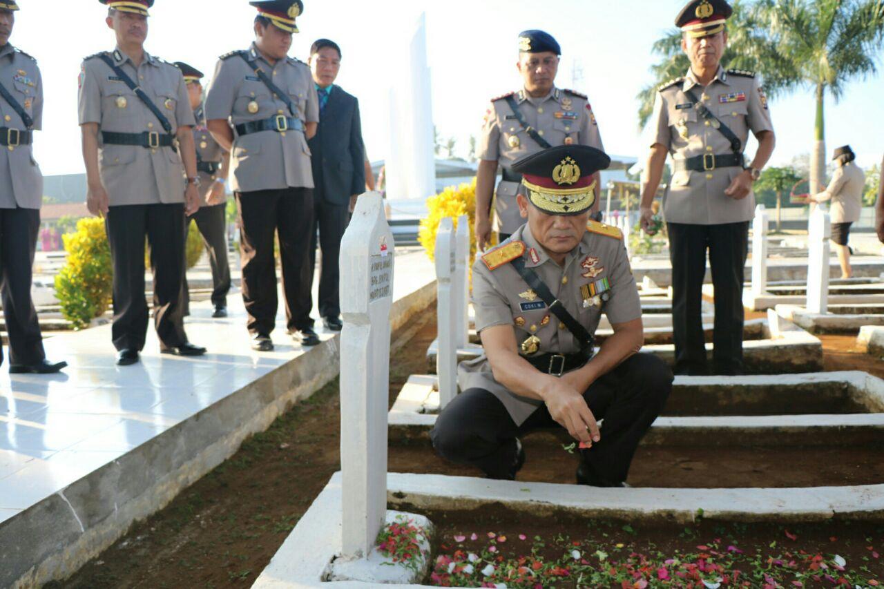 Peringati HUT Bhayangkara ke -71, Kapolda Bengkulu Pimpin Ziarah TMP
