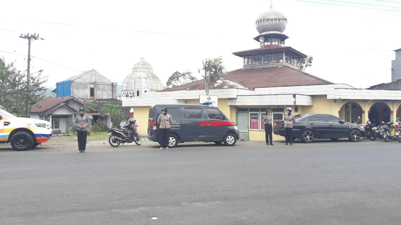 Polwan Polres Kepahiang Lakukan Patroli Pengamanan Ibadah Shalat Jumat
