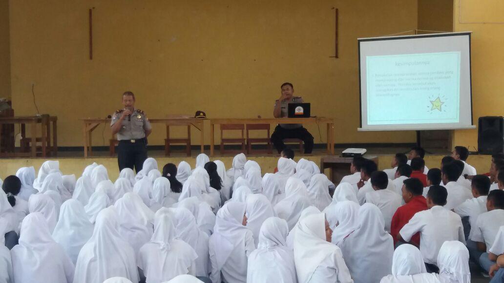Berikan Penyuluhan, Sat Binmas Polres Bengkulu Selatan Datang ke Sekolah
