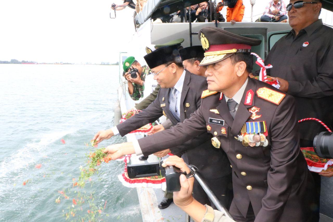Penghormatan Untuk Pahlawan, FKPD Provinsi Bengkulu Tabur Bunga di Lautan