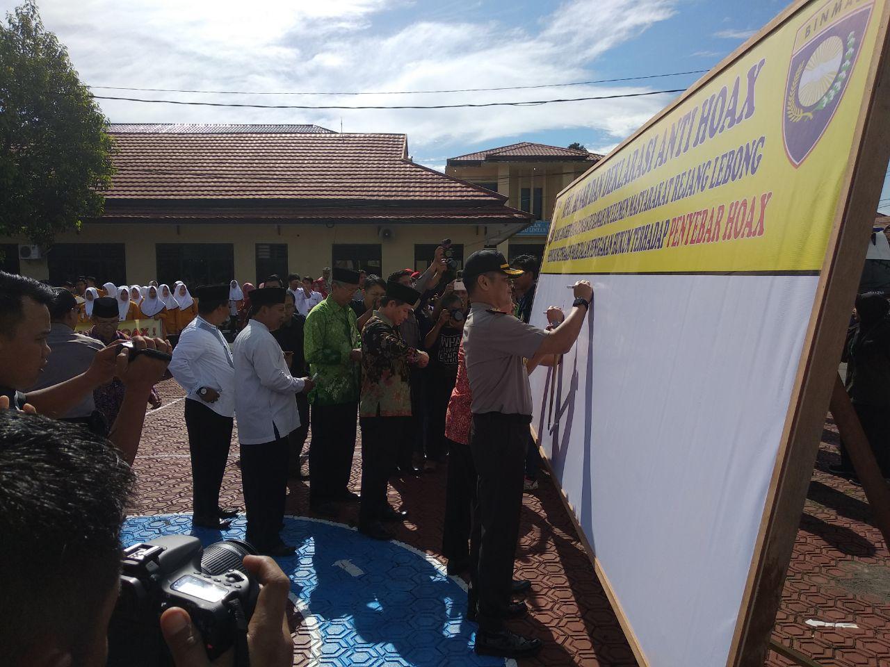 Bersama Polri Masyarakat RL Deklarasikan Anti Hoax