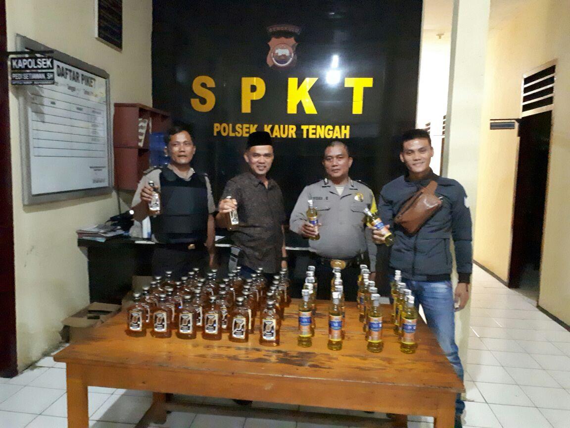 KKYD, Polsek Kaur Tengah Amankan 63 Botol Miras