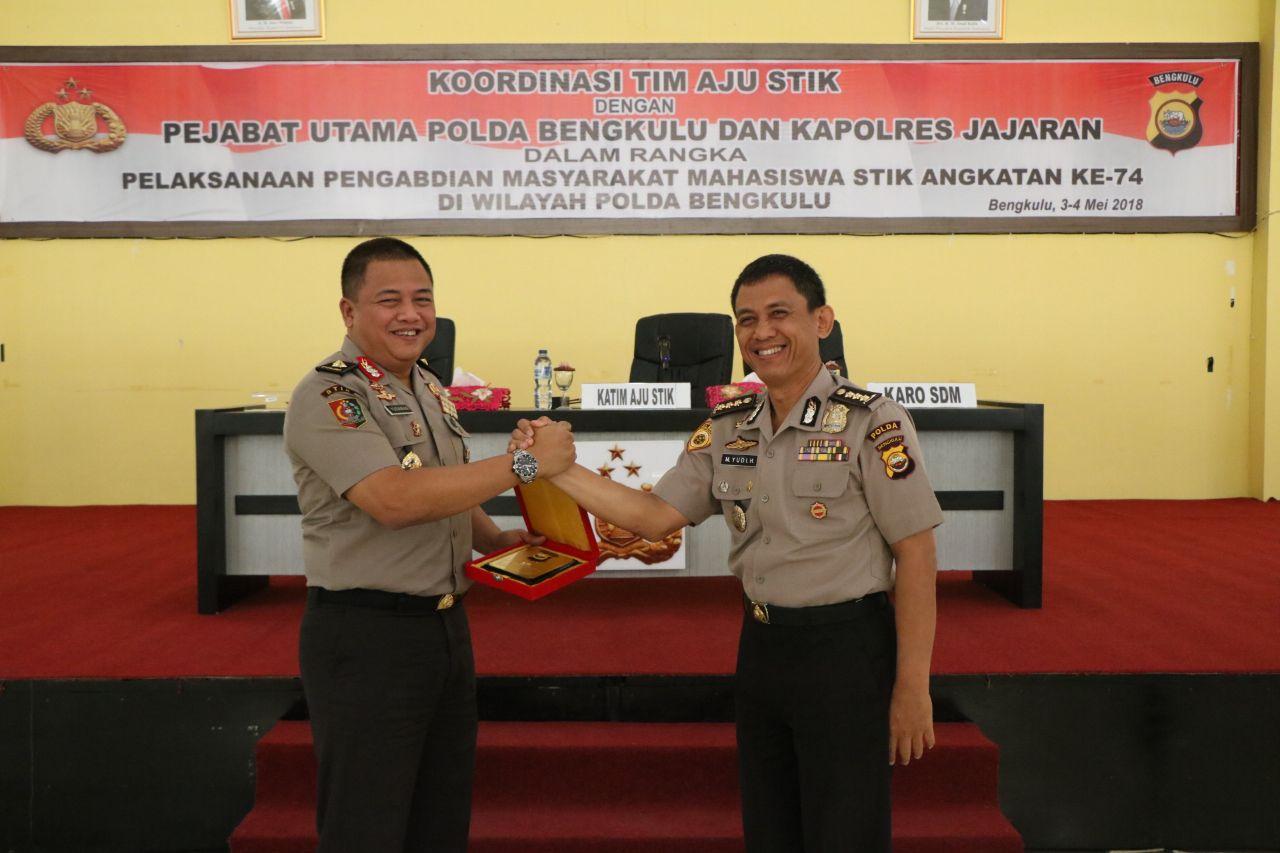 "Mahasiswa STIK-PTIK ""74 Gelar Pengabdian Untuk Masyakarat Bengkulu"