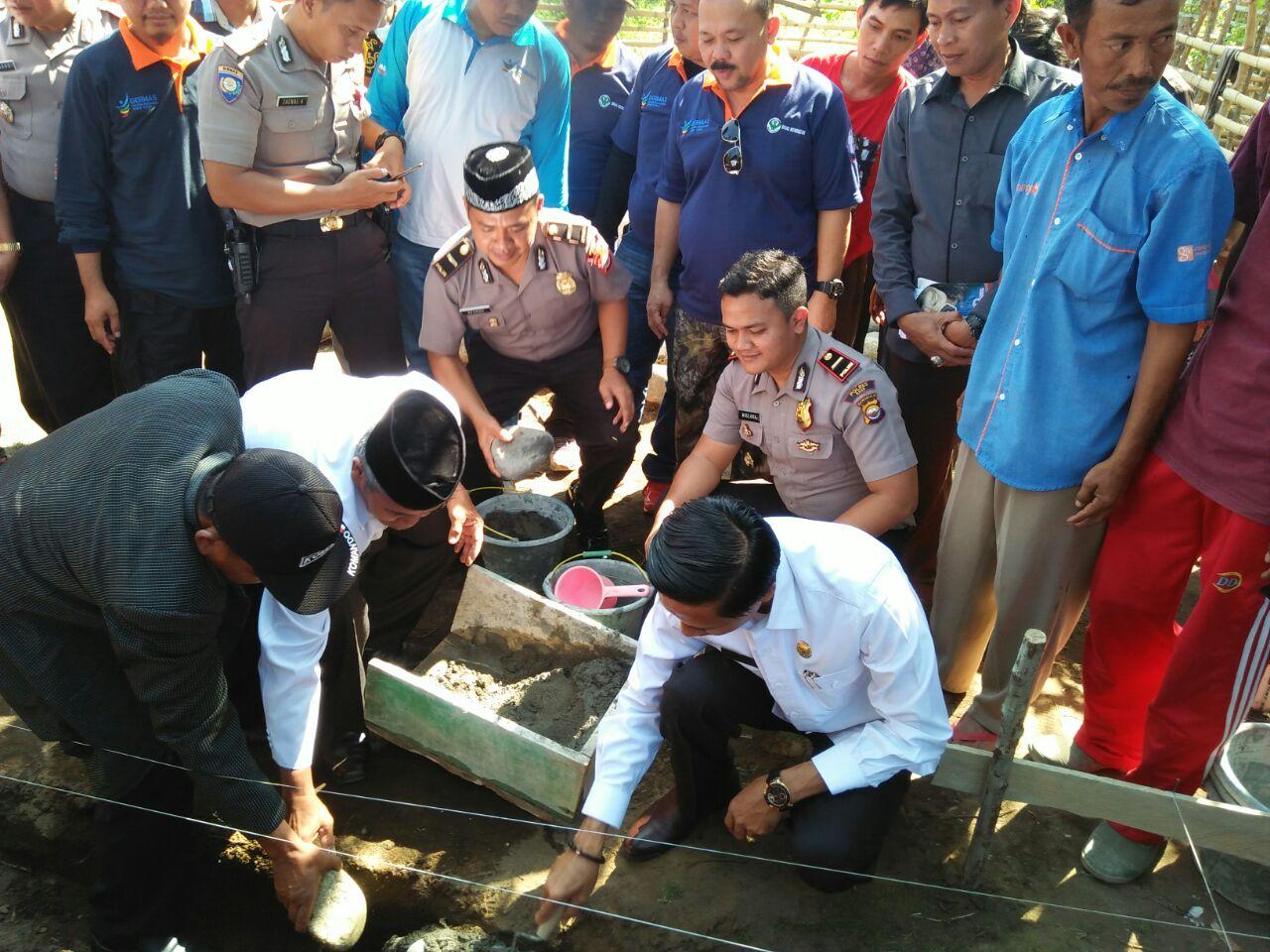 Peletakan Batu Pertama Bedah Rumah Kabupaten Kaur