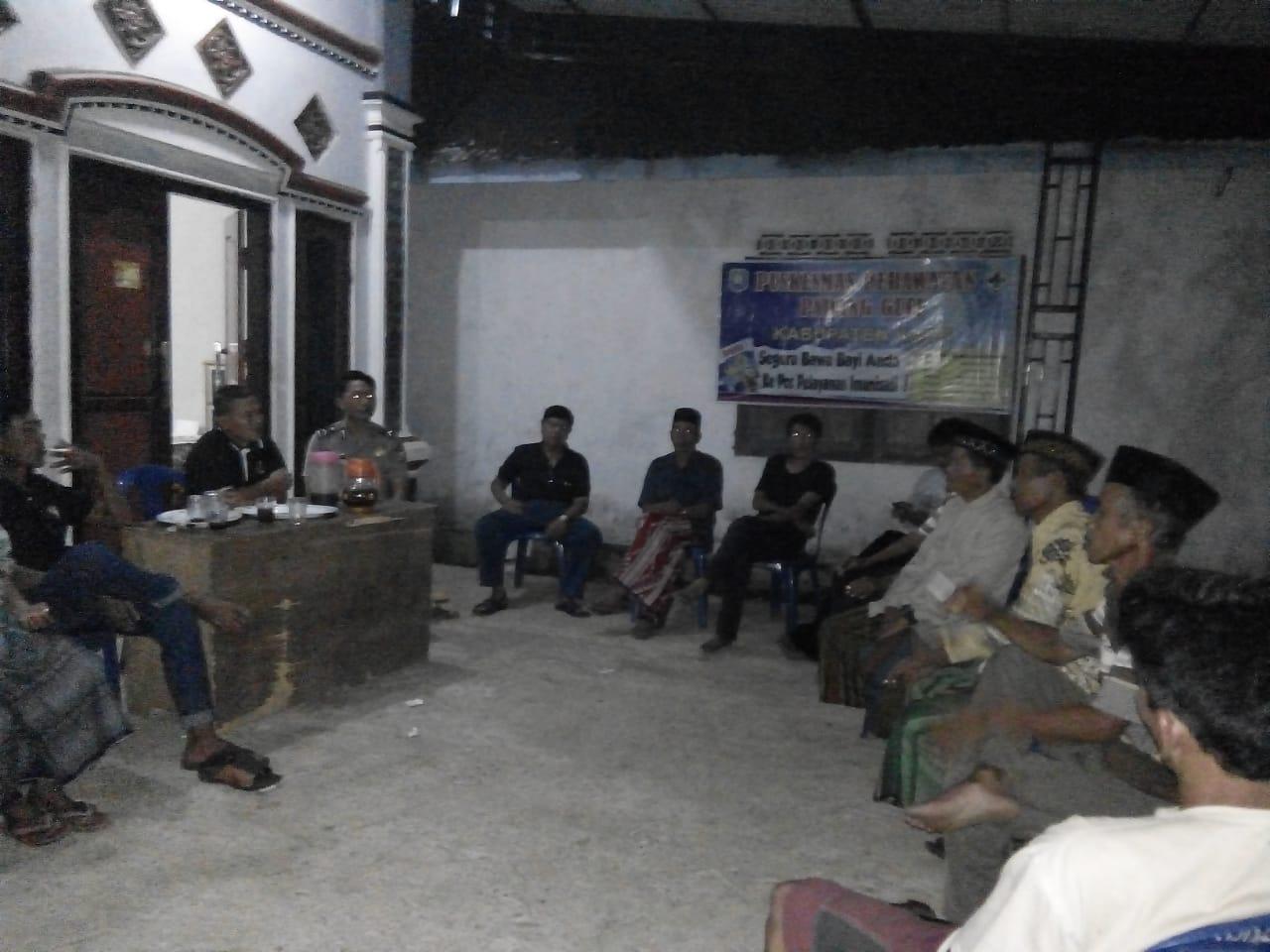 Ikut Musyawarah Desa, Polsek Kaur Utara Dukung Kegiatan Gotong Royong