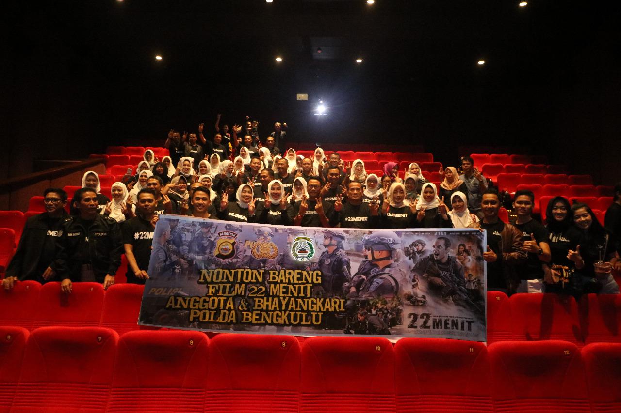 Kapolda Bengkulu Bersama FKPD, Masyarakat dan Wartawan, Nobar Film 22 Menit
