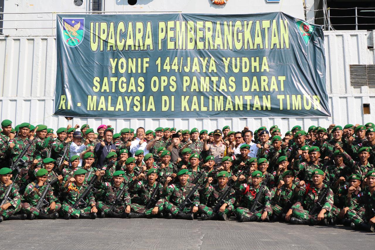 Sinergitas TNI/POLRI, Kapolda Bengkulu Ikut Upacara Pelepasan Satgas Pamtas RI-Malaysia