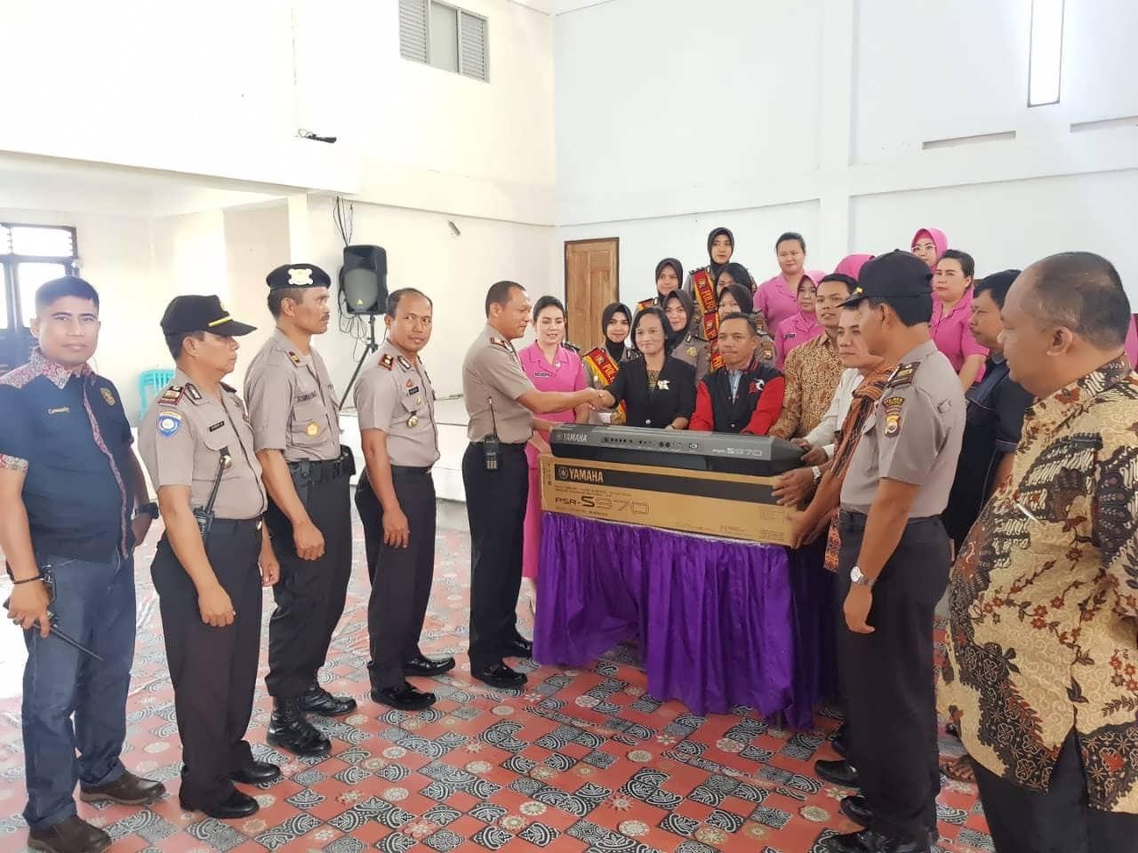 Peringatan HKGB dan HUT Polwan, Kapolres Kepahiang Bantu Rumah Ibadah