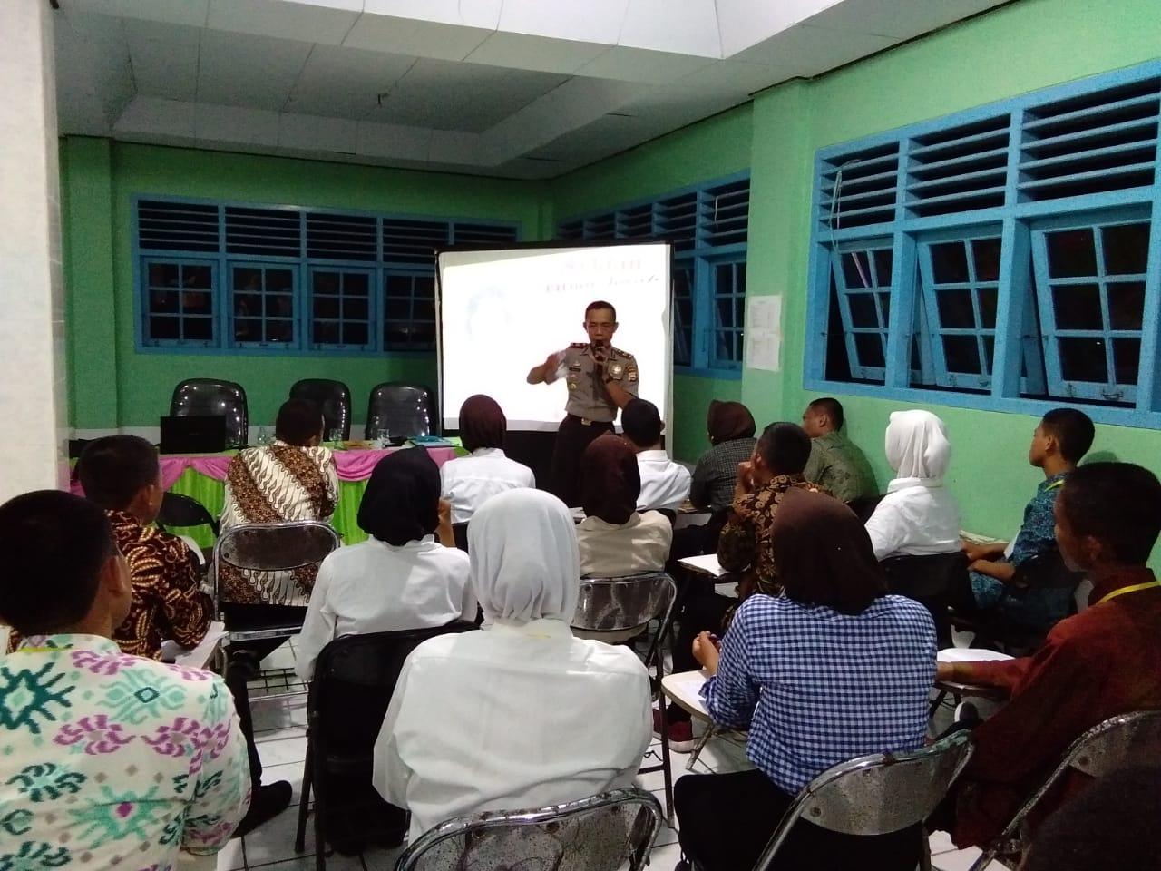 Cegah Penyalahgunaan Narkoba, Sat Binmas Polres Bengkulu Selatan Binluh Peserta Paskibraka