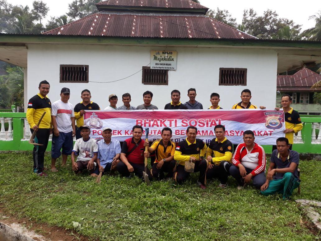 Bangkitkan Semangat Gotong Royong, Polsek Kaur Utara Gelar Baksos Bersama Warga