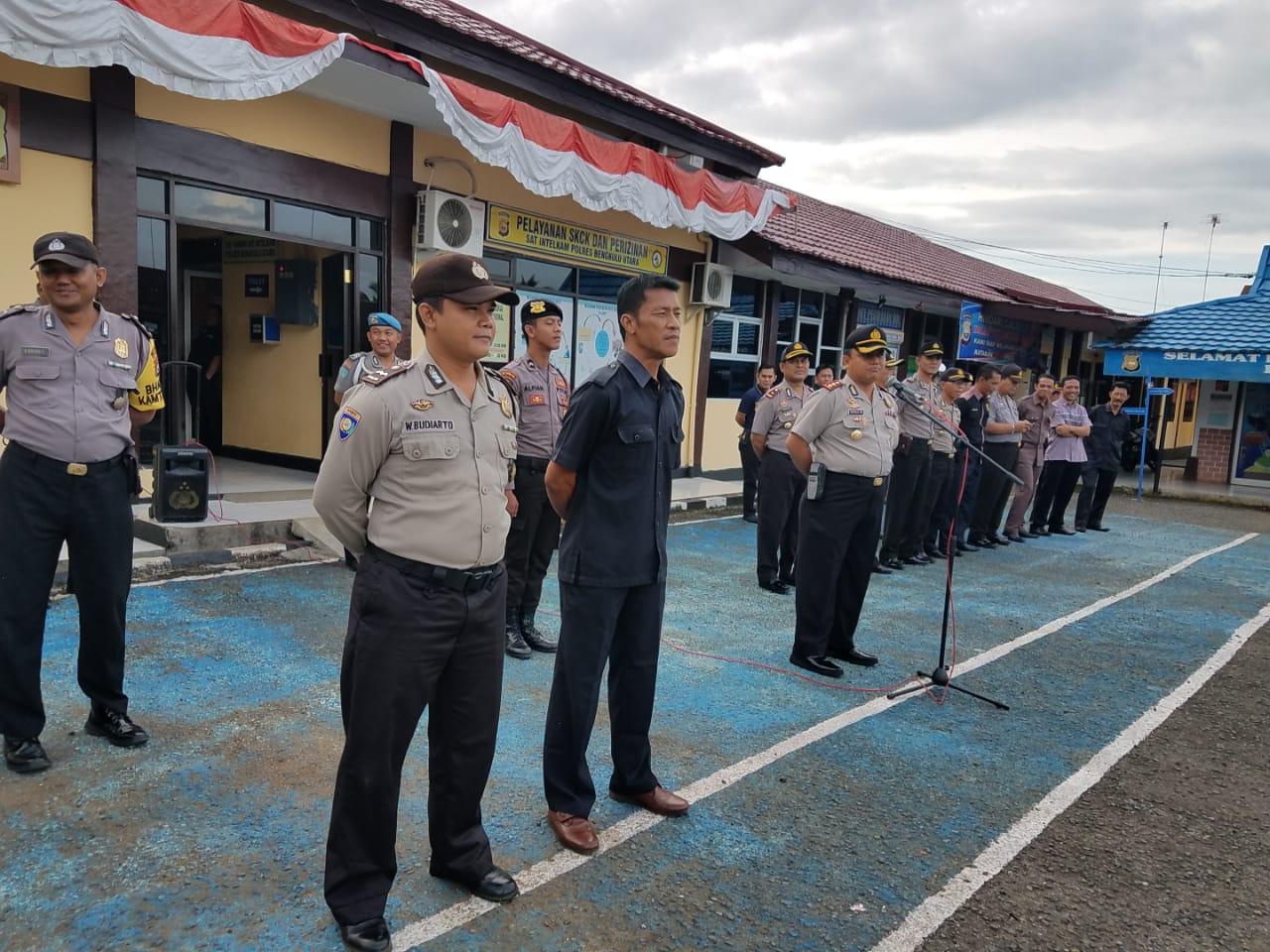 Kapolres Bengkulu Utara  Berikan Hadiah Umroh Gratis Terhadap 2 Orang  Anggota Polisi Terbaik