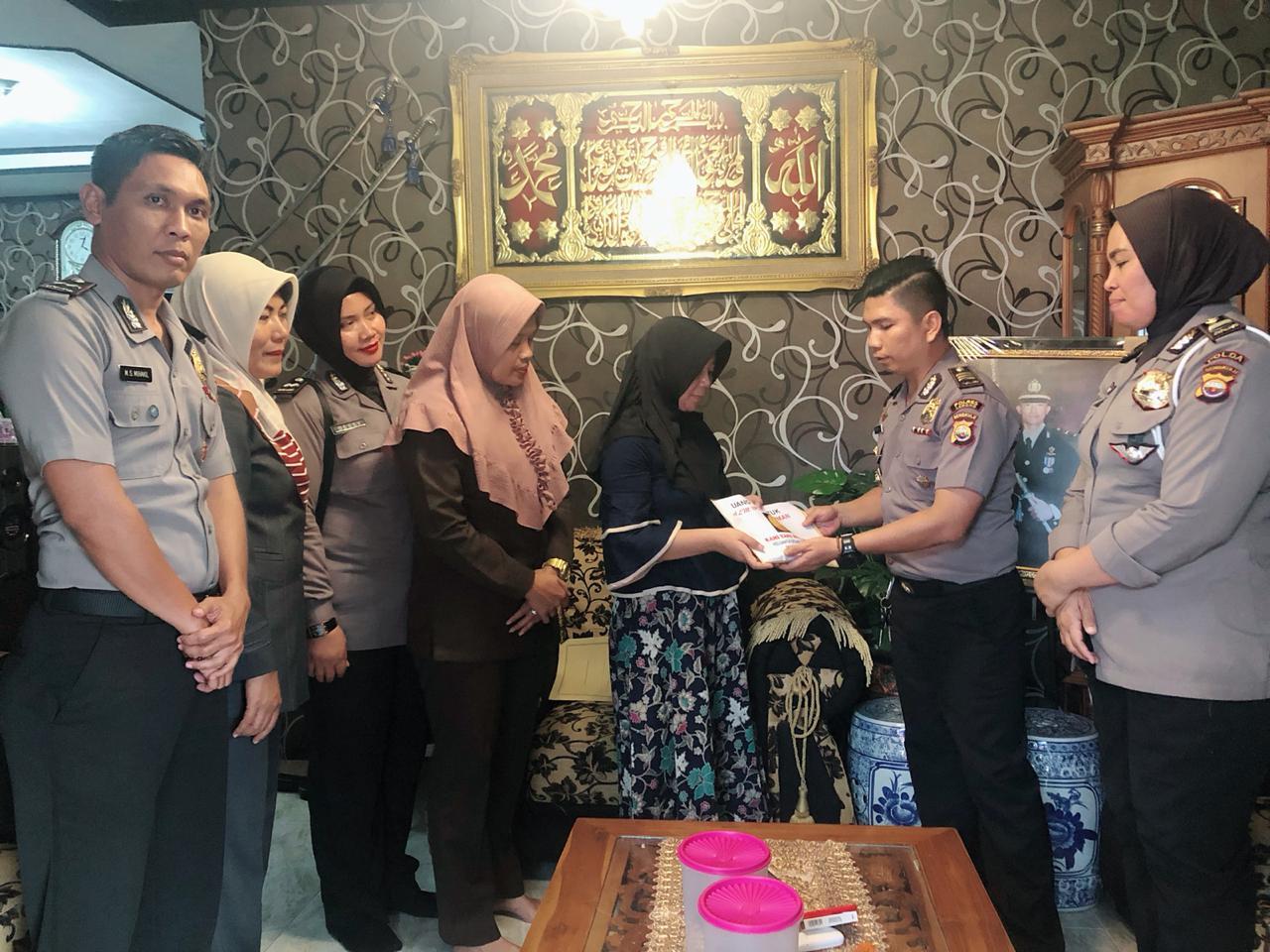 Turut Berduka, Leting DTT/SMDE Kunjungi Keluarga Almarhum Ipda Zul Erman