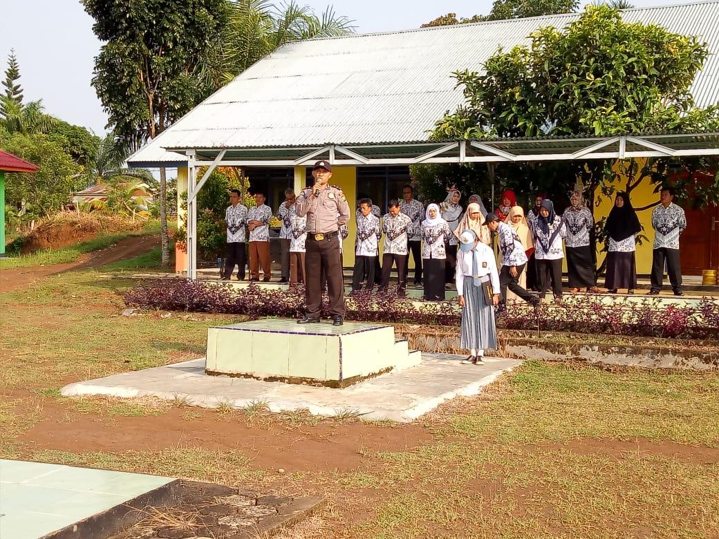 Irup di SMAN 03 Mukomuko, Kanit Binmas Polsek Lubuk Pinang Sampaikan Peran Guru dan Murid Dalam Menjaga Kamtibmas