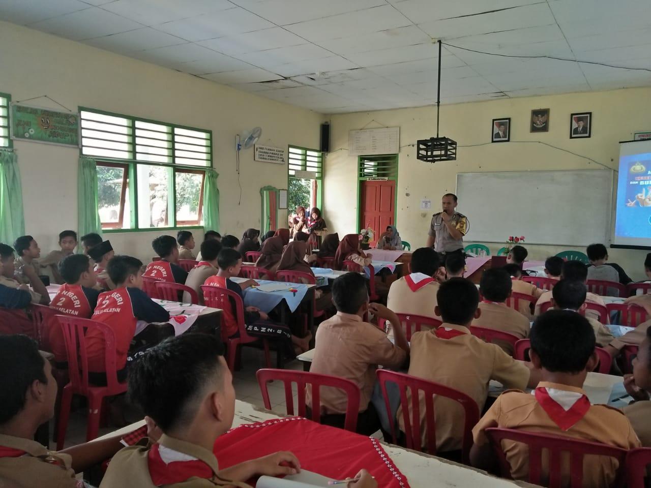 Sambang SMP N 2 Kota Manna, Brigpol Bambang Binluh Tertib Lantas dan Kenakalan Remaja