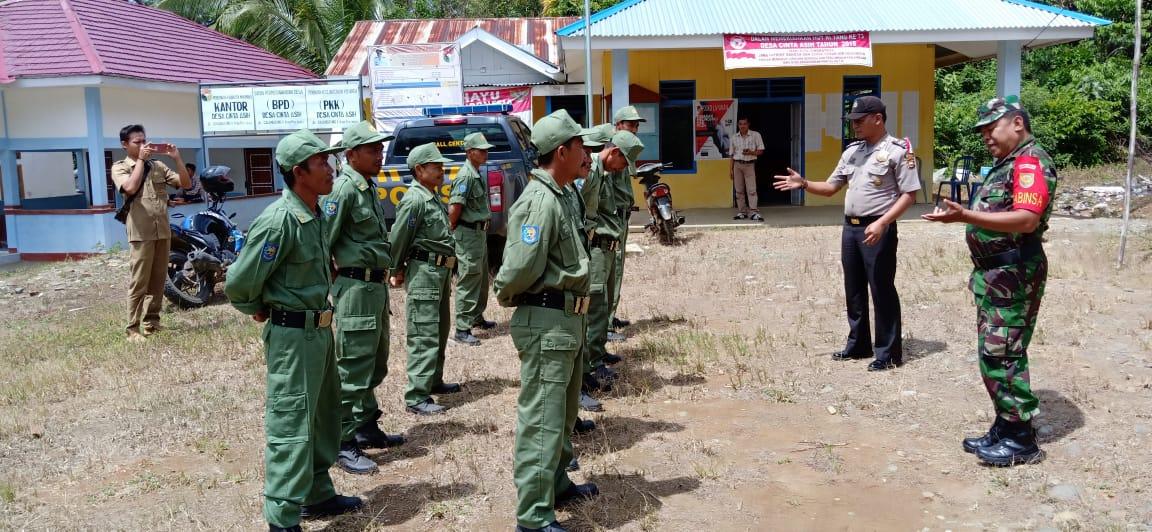 Bersama Kepala Desa Cinta Asih, Anggota Babinsa dan Bhabinkamtibmas Latih Linmas