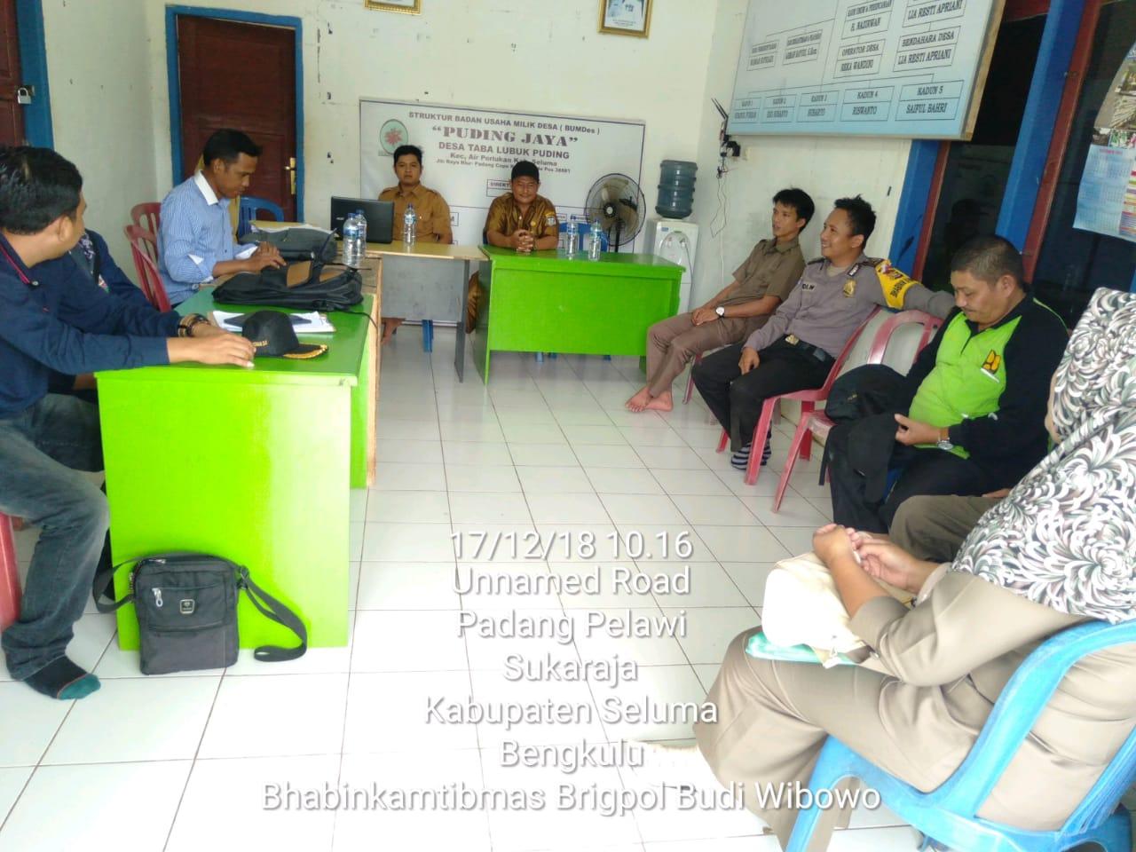 Bhabinkamtibmas Dampingi Tim Inspektorat Pemda Seluma Monitoring Hasil Pembangunan Sumber ADD