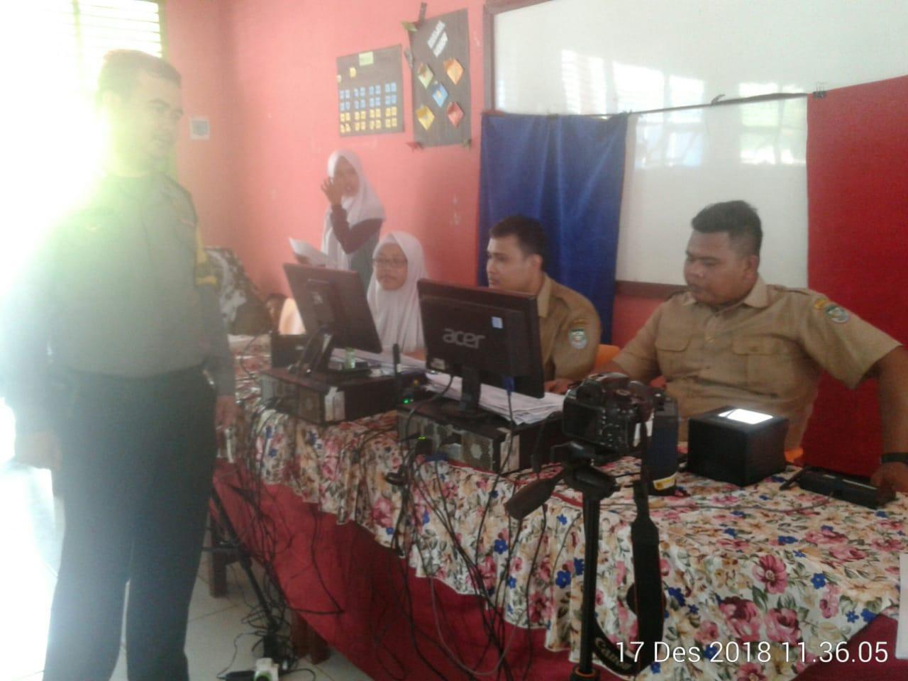 Sambang SMKN 3 Seluma, Bhabinkamtibmas Pantau Perekaman KTP Elektronik