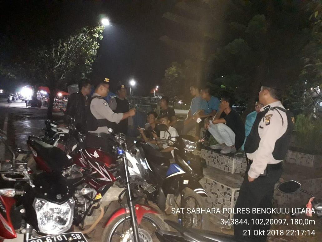 Patroli Malam Hari, Polisi Himbau Warga Untuk Menjaga Kamtibmas