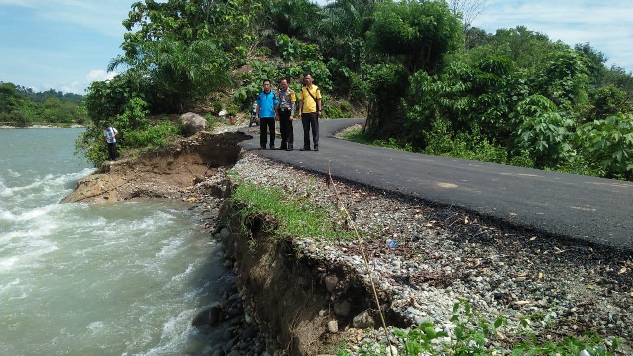 Jalan Penghubung Antar Kecamatan Amblas, Polsek Pasang Garis Polisi