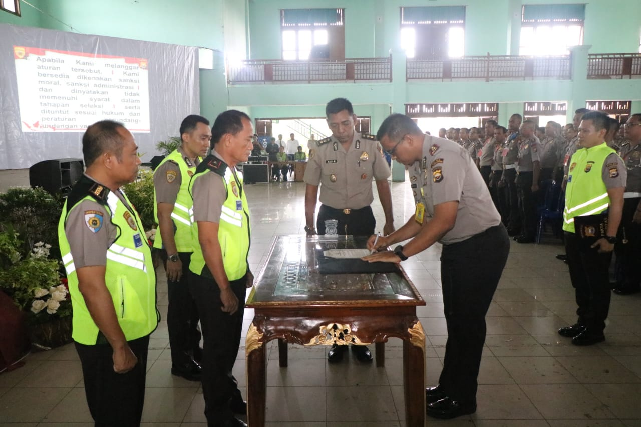852 Personil Ikuti Penandatanganan Pakta Integritas Seleksi Pendidikan Pengembangan Umum Polri