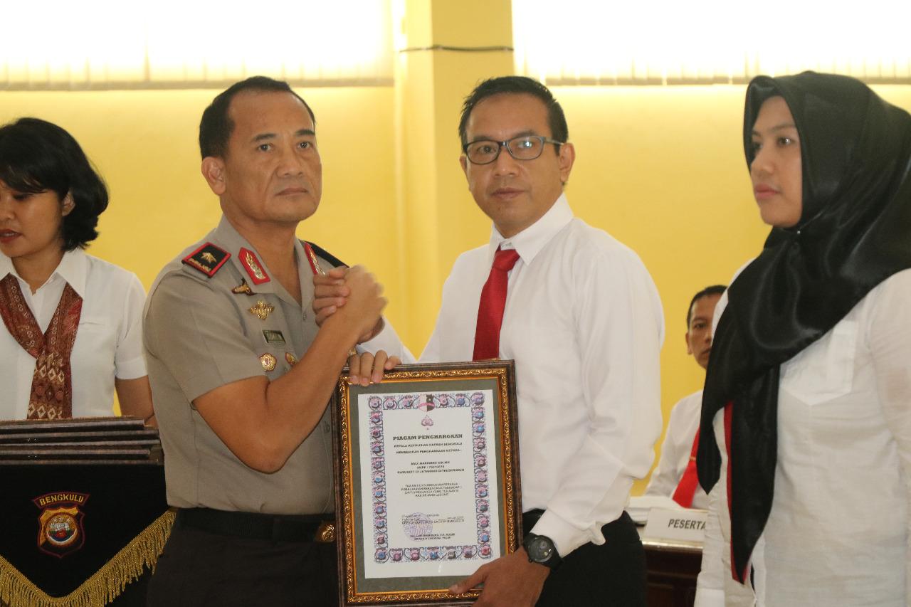 Apresiasi Kinerja Penyelesaian Kasus, Kapolda Bengkulu Beri Penghargaan 7 Personil