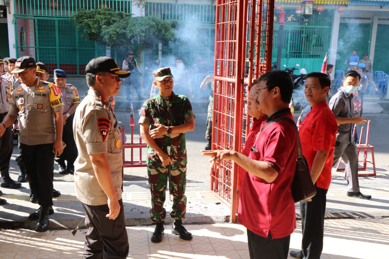 Kapolda Bengkulu Bersama Danrem 041 GAMAS Pantau Perayaan Imlek