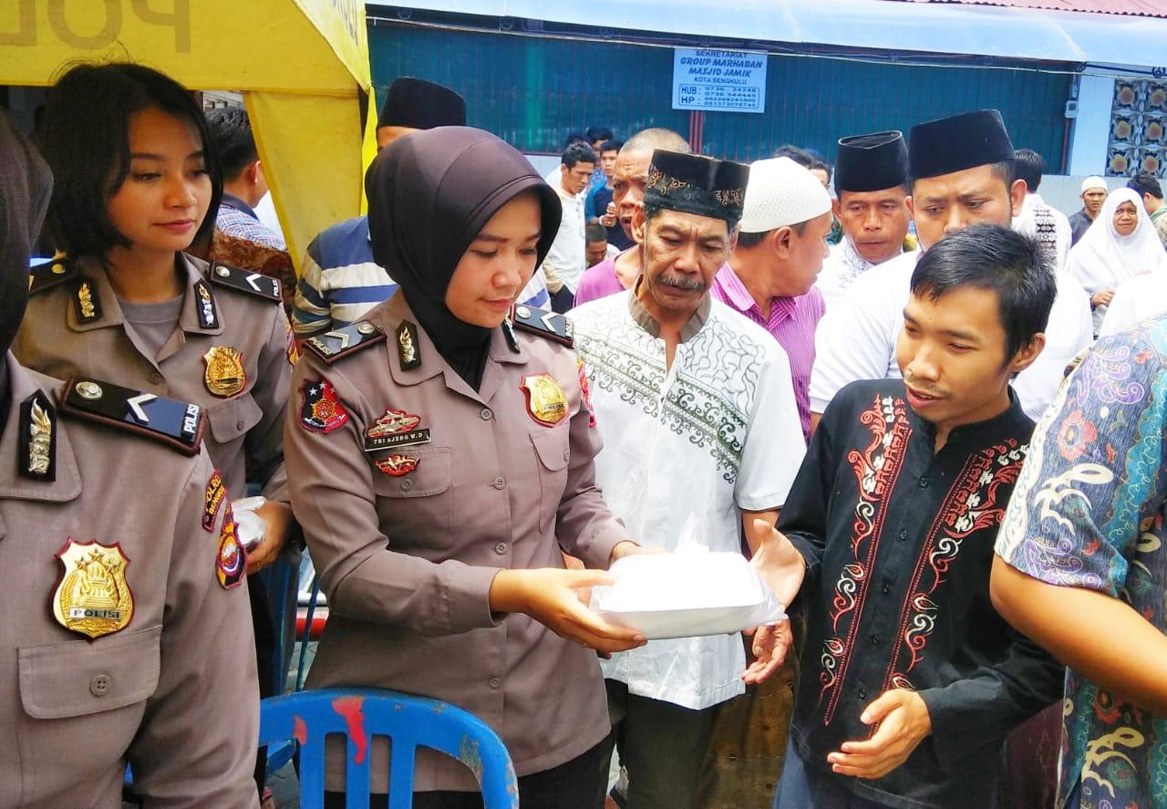 """FOTO: Jum""""at Berbagi dan Pelayanan Kesehatan Ala Polisi Bengkulu"""