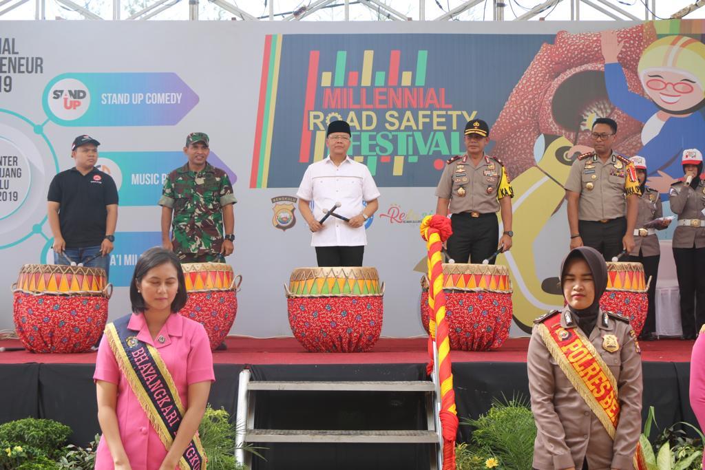 Dengan Tabuhan Dol Kapolda Bengkulu Buka Millennial Road Safety Festival