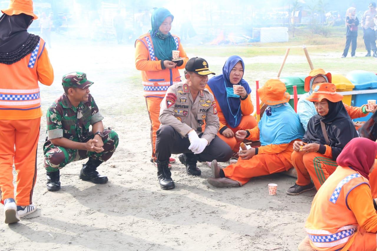 Peringati Hari Peduli Sampah Nasional, Polda Bengkulu Gelar Apel Bersama di Pantai Jakat