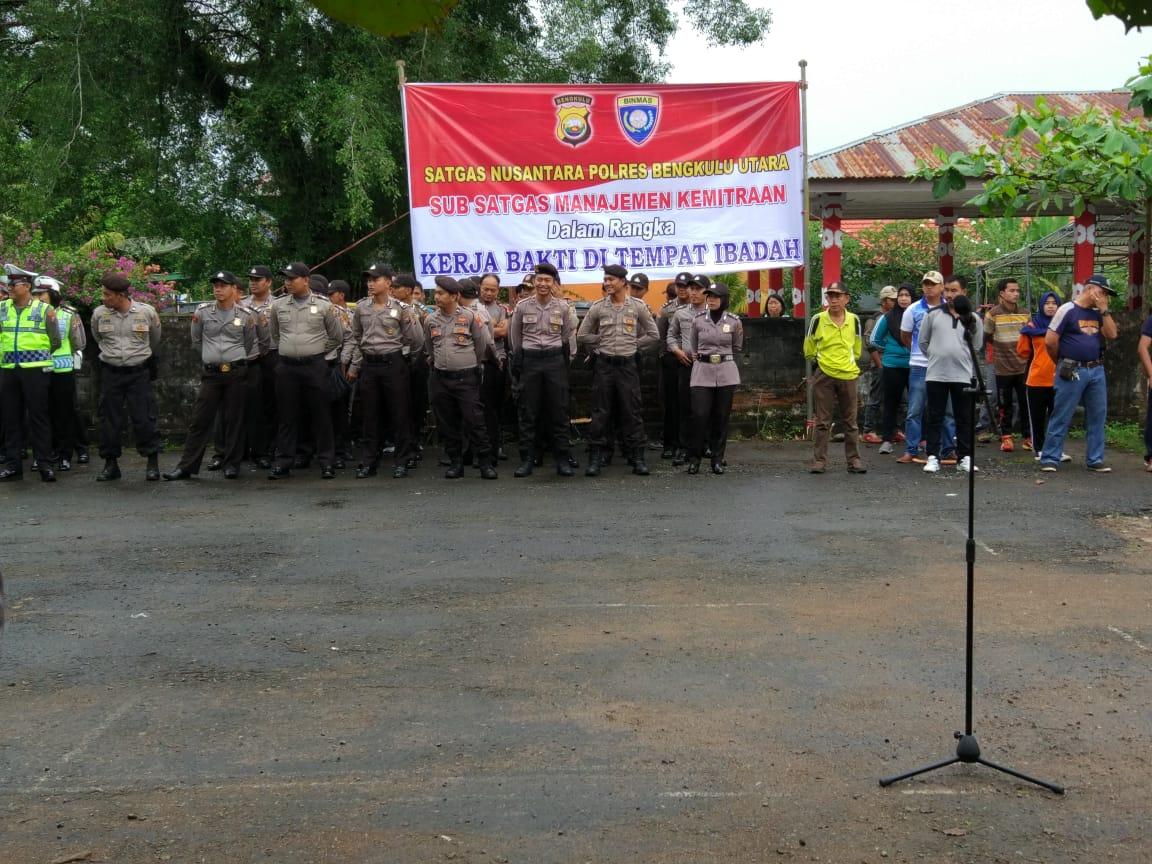 Kerja Bakti TNI/POLRI Bersama Satpam, Dishub dan Sat Pol PP Bersihkan Rumah Ibadah di Bengkulu Utara