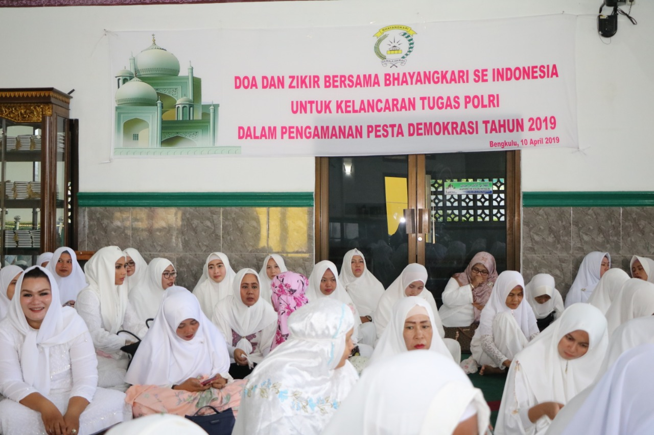 Demi Lancarnya Polri dalam Pemilu 2019, Bhayangkari Daerah Bengkulu Gelar Doa dan Zikir Bersama