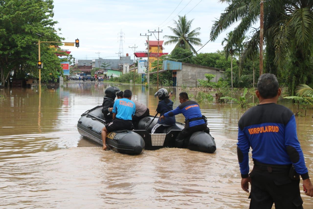 Polda Bengkulu Kerahkan Personil Evakuasi Korban Banjir