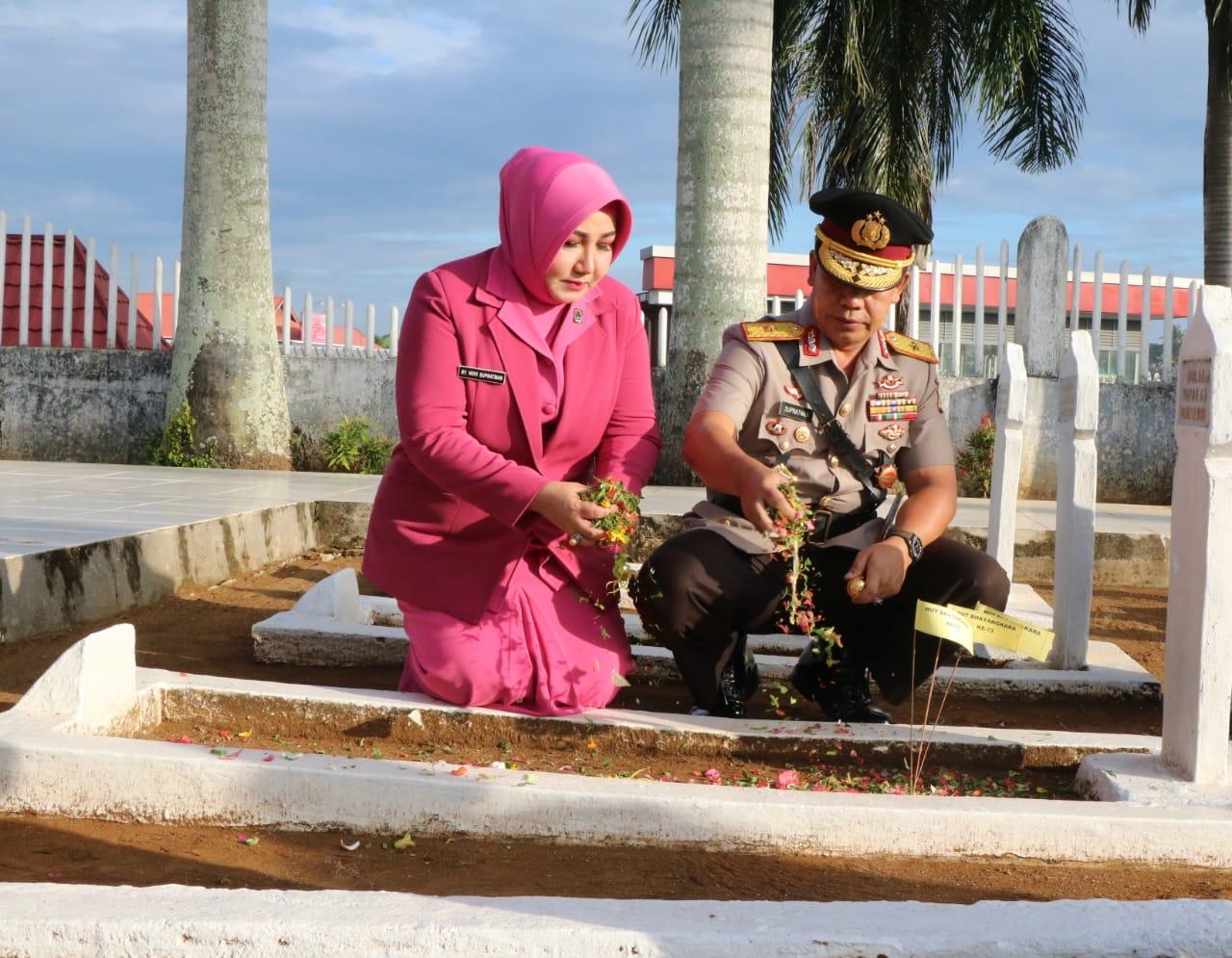 Peringati Hari Bhayangkara Ke-73, Polda Bengkulu Gelar Ziarah Kubur TMP Balaibuntar