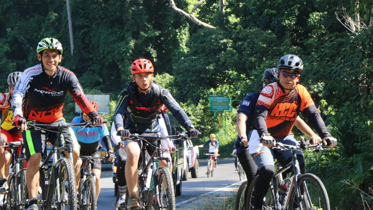 Tak Kenal Lelah Kapolda Gowes Tempuh 60 KM Cek Kamtibmas Kepahiang