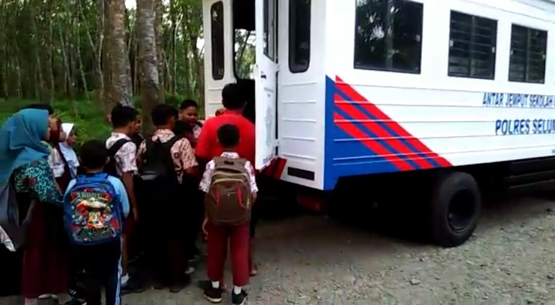 Bus Pelajar Polres Seluma Mulai Beroperasi