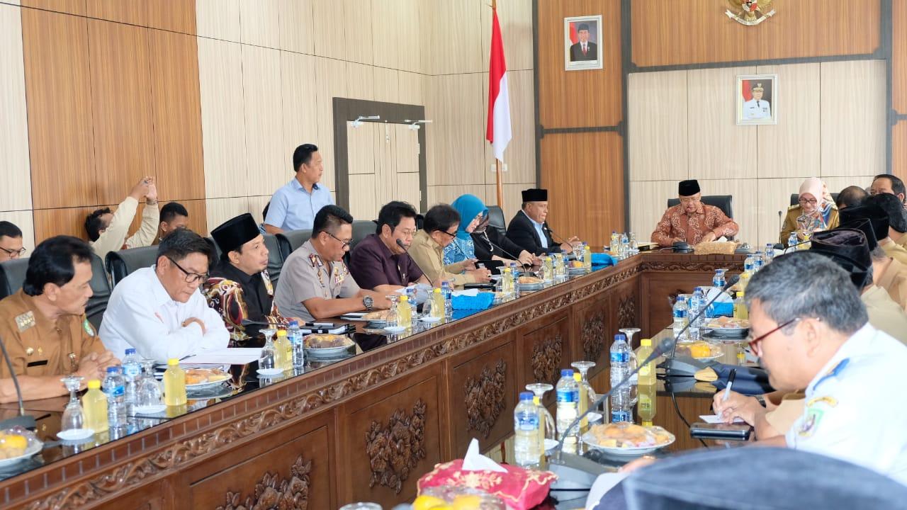 Wakapolda Bengkulu Hadiri Rapat Bersama Gubernur Terkait Kelangkaan BBM