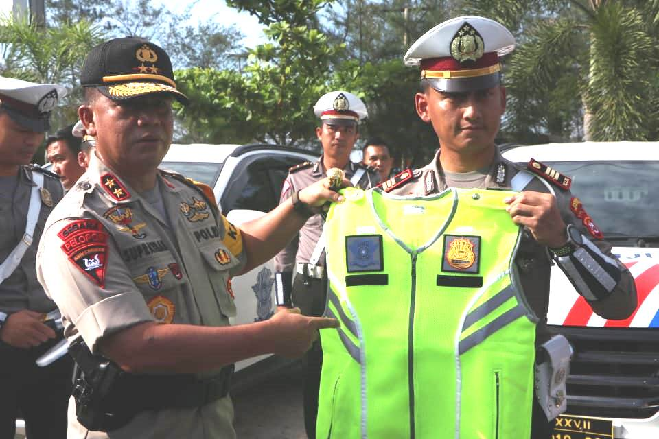 Sukseskan Ops Lilin Nala 2019, Kapolda Bengkulu Serahkan Kendaraan, Sarana dan Prasarana