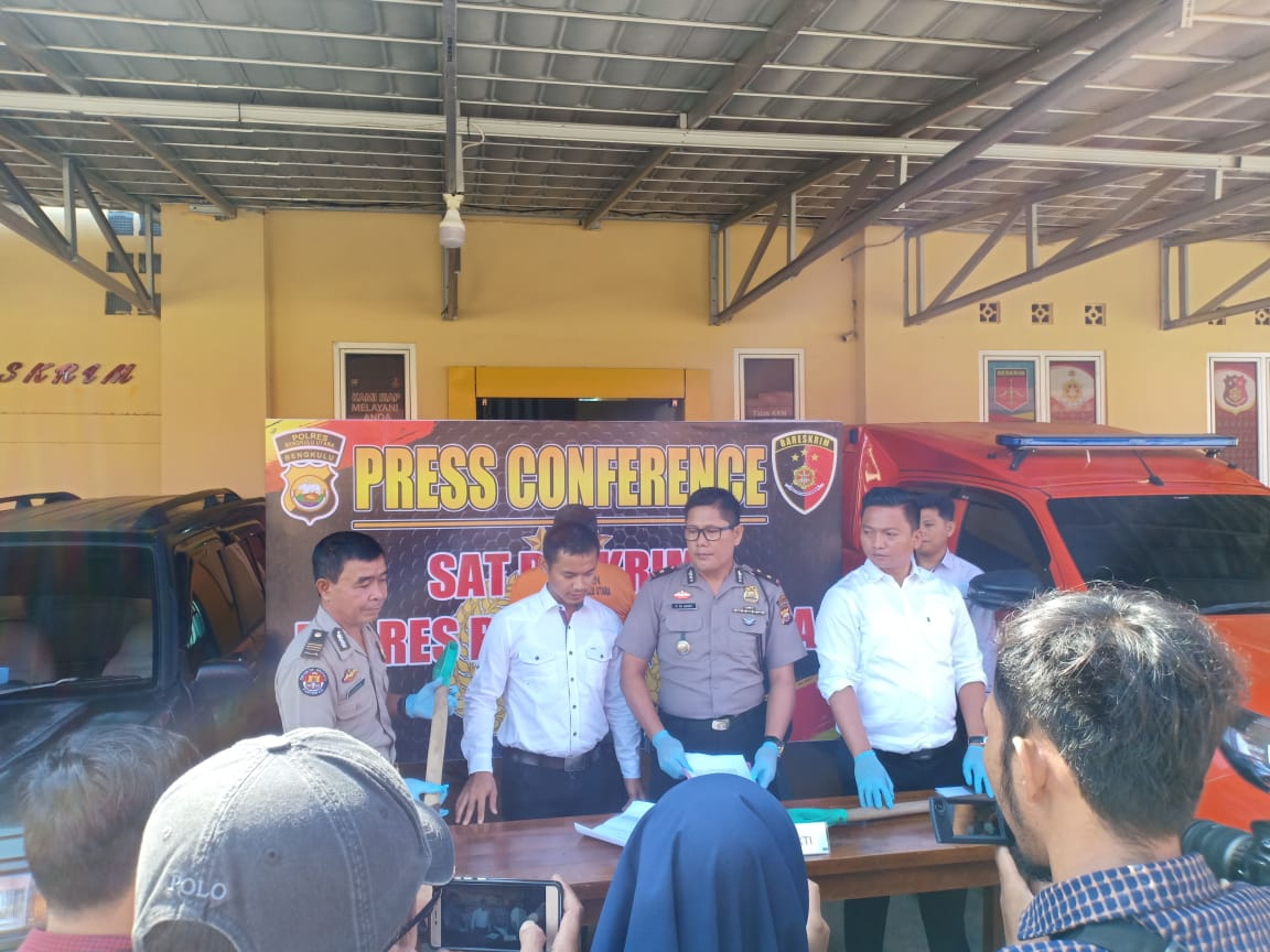 Sat Reskrim Polres Bengkulu Utara telah mengamankan Pelaku Tindak Pidana Usaha Pertambangan tanpa ijin Usaha Pertambangan.