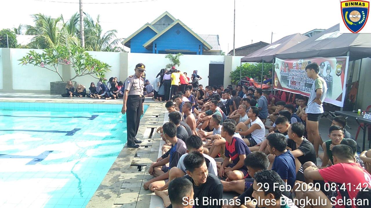 Kasat Binmas Polres BS Binluh Peserta Pra Tes Calon Anggota Polri