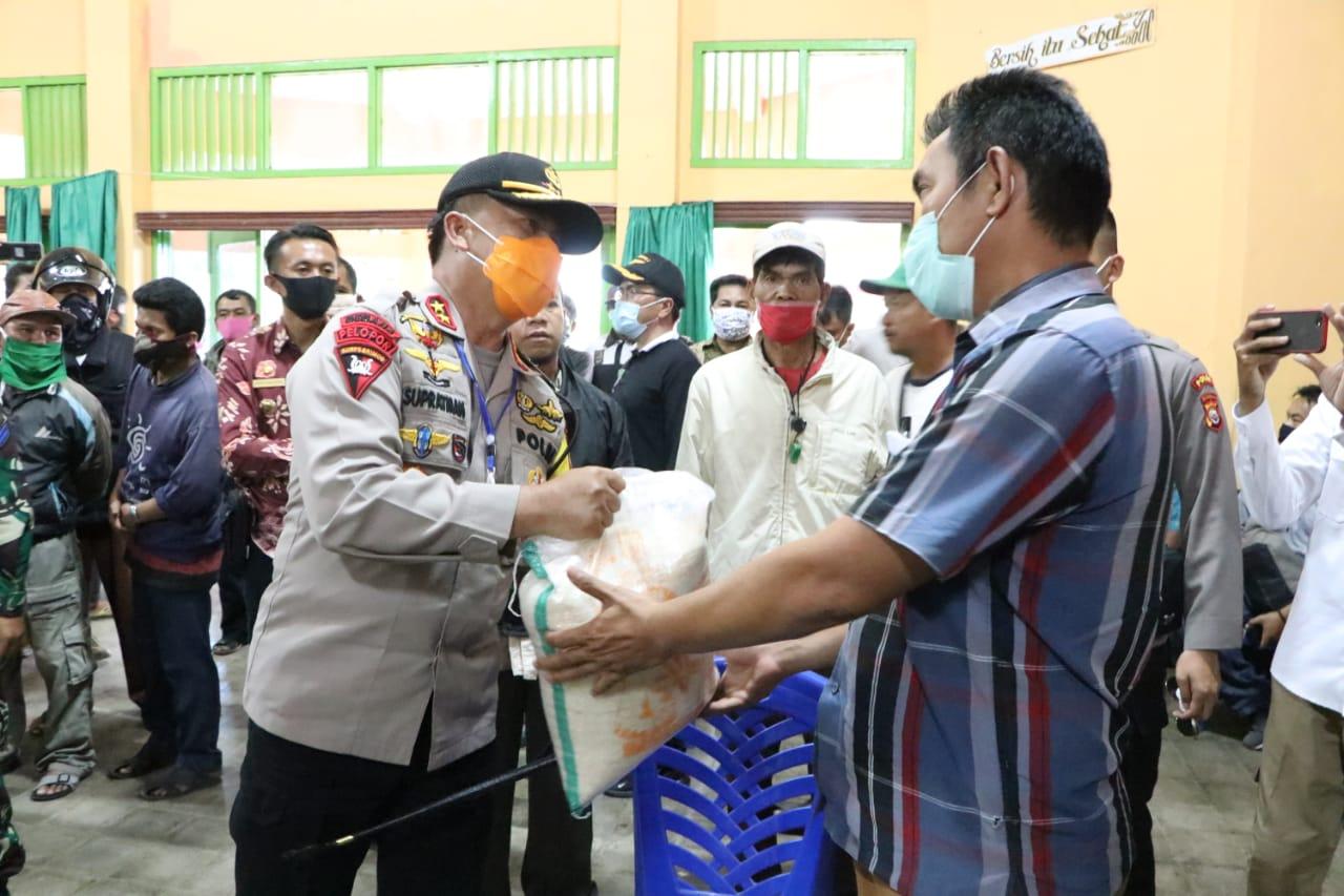 Gubernur, Kapolda dan FKPD Prov Bengkulu Berikan Bantuan Beras Kepada Masyarakat Rejang Lebong
