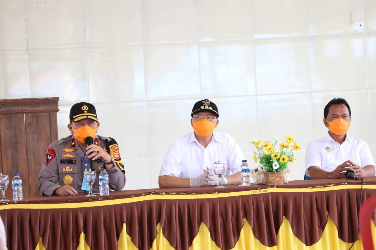 Bantu Warga Terdampak Covid-19 di Benteng, Forkopimda Provinsi Bengkulu Bagikan 5 Ton Beras