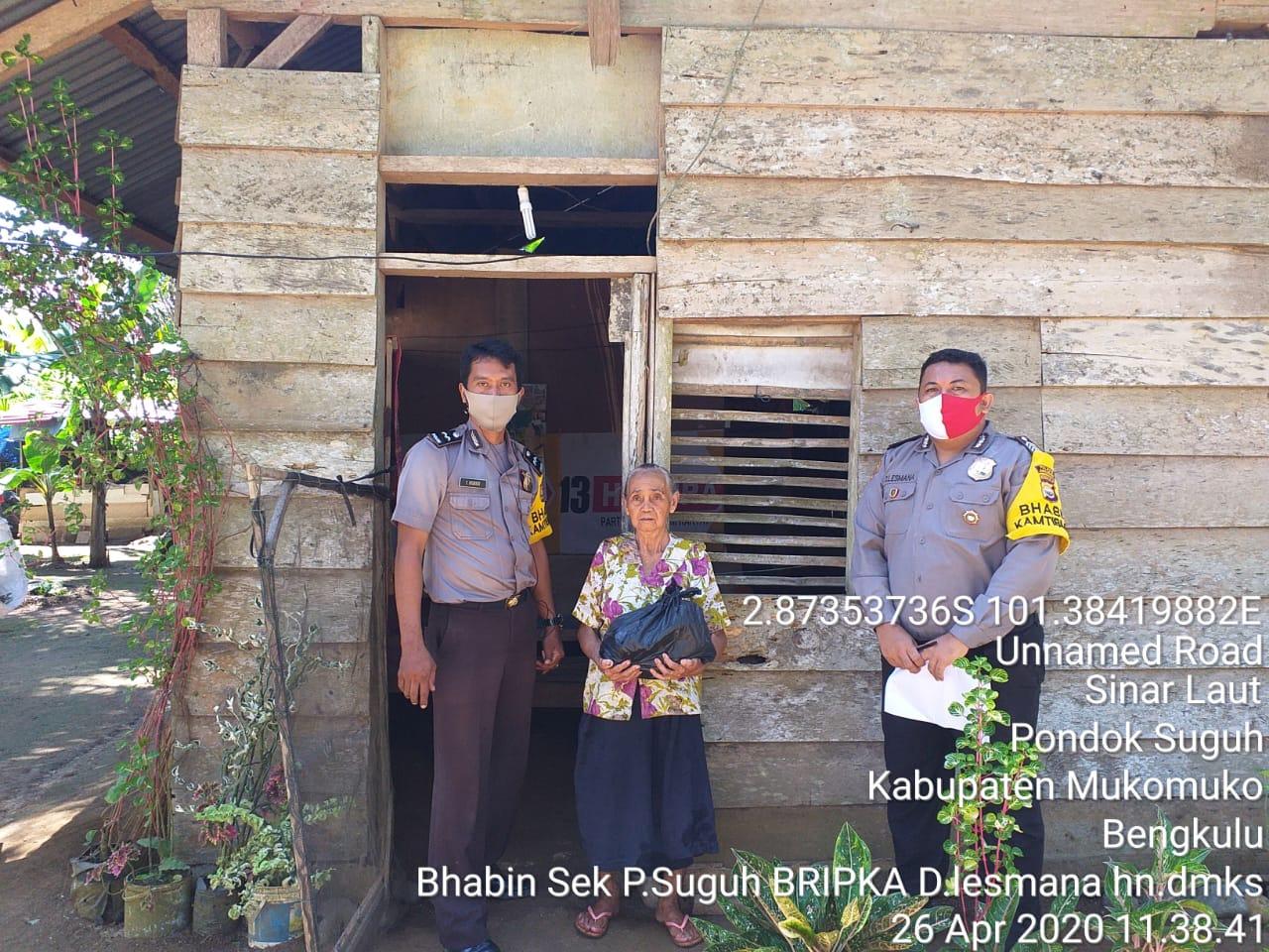 Bantu Warga Terdampak Covid-19, Polsek Pondok Suguh Salurkan Bantuan