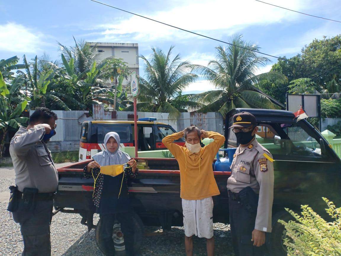 Pandemi Covid-19, Kasat Binmas Polres Bengkulu Selatan Gelar Binluh dan Bagikan Masker